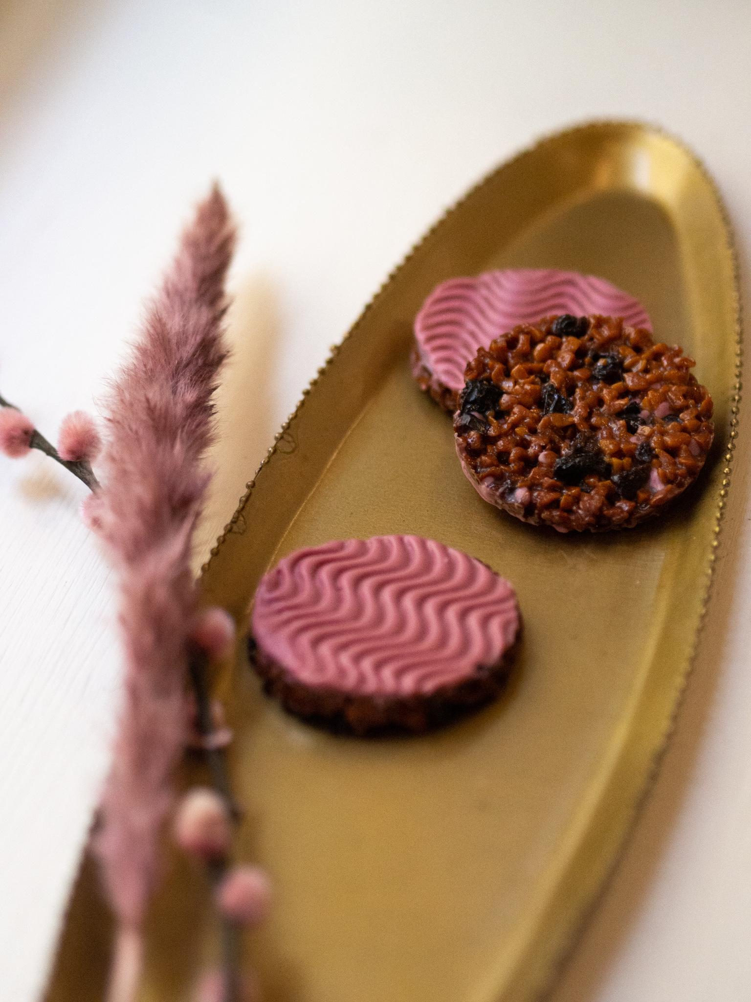 Florentiner mit getrockneten Kirschen und Ruby Schokolade, stückweise ca. 22-25 Gramm