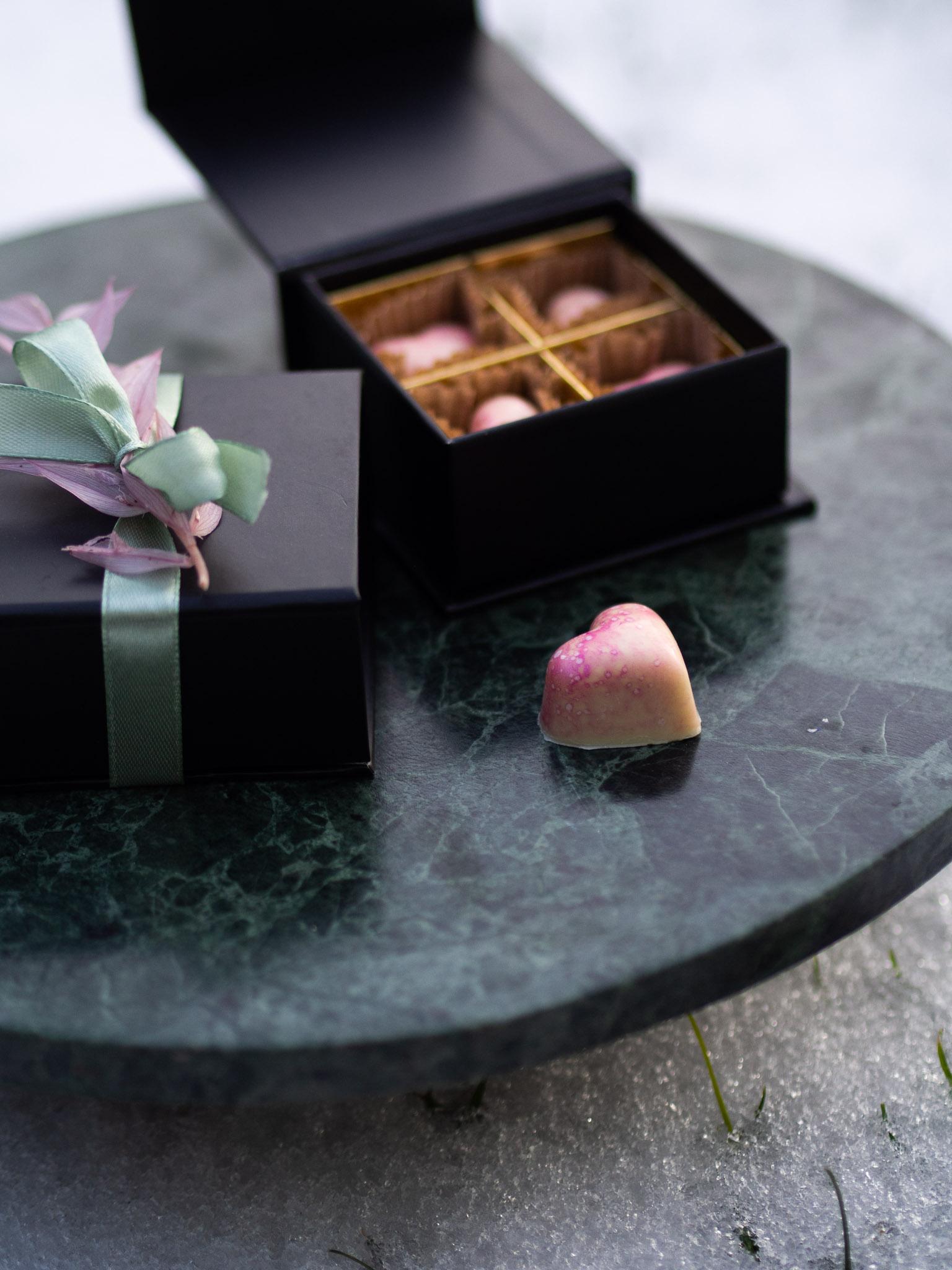 4er Pralinenbox Mandel-Macadamia Nougat mit weißer Schokolade